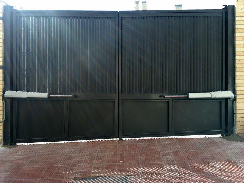 Puertas de garaje madrid for Puertas abatibles garaje