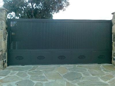 Puertas correderas garajes y fincas madrid cancelas - Puertas para fincas ...
