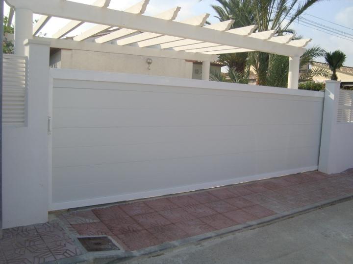 Puertas correderas garajes y fincas madrid cancelas - Cancelas de madera ...