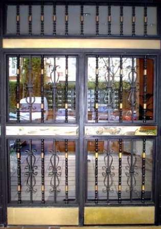 puertas de hierro para comunidades