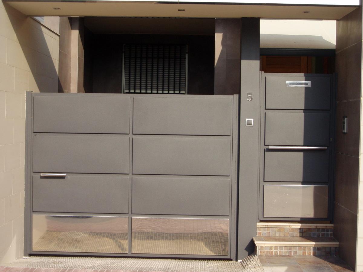 Puertas de chapa y acero inoxidable cerrajer a met lica madrid - Muebles de garaje ...